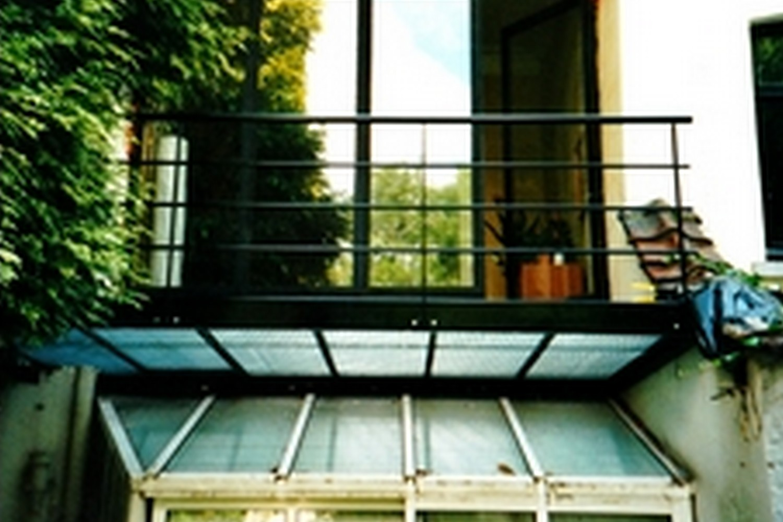 structure métallique intérieure, passerelle