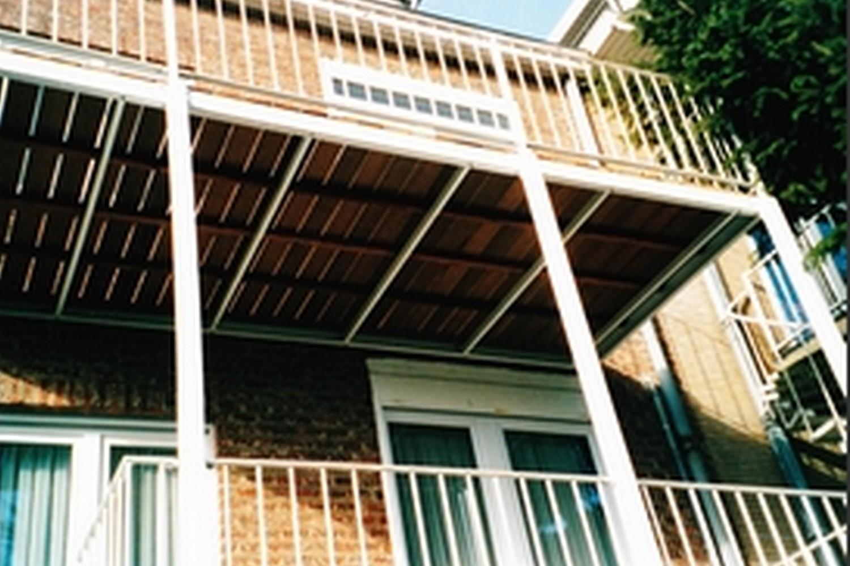 structure métallique extérieure, balcon