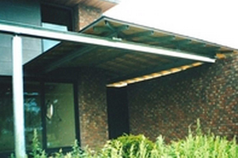 structure métallique extérieure pergola